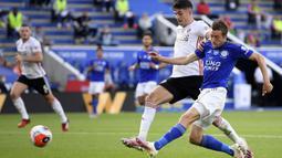 Meski Vardy tidak mencetak gol di laga terakhir Leicester saat menghadapi Manchester United, jumlah gol Pemain berusia 33 tahun ini sudah tidak dapat dikejar oleh rival-rivalnya. (Michael Regan/Pool via AP)