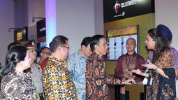 Presiden Joko Widodo usai meresmikan internet cepat 4G-LTE secara nasional di Jakarta, Jumat (11/10). Dengan tema Revolusi Digital Layanan 4G-LTE dapat dinikmati secara nasional di semua provaider yang berada di Indonesia. (Liputan6.com/Angga Yuniar)