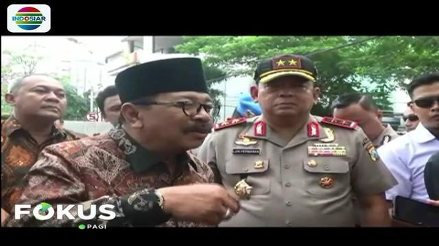 Gubernur Sukarwo bersama Kapolda Jawa Timur dan Pangdam V Brawijaya meninjau lokasi. Untuk menangani kasus ini, Pemprov sudah membentuk posko dan mendatangkan tim ahli untuk melakukan penelitian.