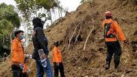 Basarnas menghentikan pencarian korban longsor pascagempa, di Mamuju, Sulbar. (Foto: Liputan6.com/Abdul Rajab Umar)