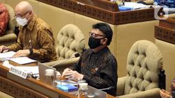 Menteri Pendayagunaan Aparatur Negara dan Reformasi Birokrasi (PANRB) Tjahjo Kumolo mengikuti rapat kerja dengan Komisi II DPR di Kompleks Parlemen, Senayan, Jakarta, Rabu (24/3/2021). Rapat kerja tersebut membahas rekrutmen CPNS tahun 2021. (Liputan6.com/Angga Yuniar)