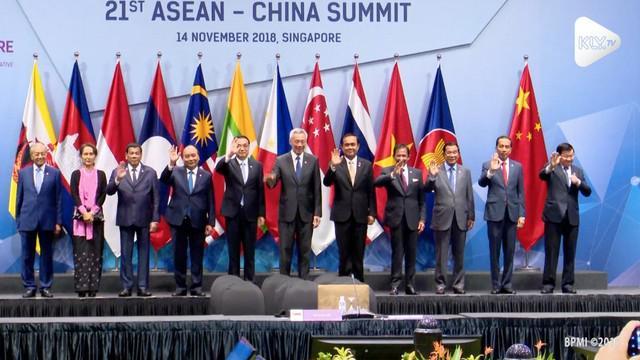 Presiden Jokowi mengemukakan konseo Indo-Pasifik dalam KTT ASEAN di Singapura. ASEAN juga mengajak China untuk ikut dalam Indo-Pasifik.