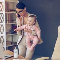 Ilustrasi ibu bekerja (iStockphoto)