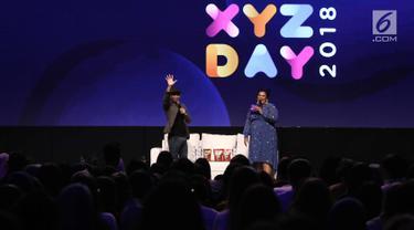 """Konten Kreator Raditya Dika menjadi pembicara selama acara XYZ DAY 2018 di The Hall Senayan City, Jakarta, Rabu (25/4). Diskusi ini membahas topik """"Comedy is a Funny Business"""". (Liputan6.com/Herman Zakharia)"""