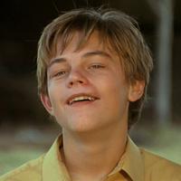 Ini Leonardo DiCaprio saat memerankan tokoh Arnie di film What's Eating Gilbert Grape. Gemas banget ya! (Around Movies)