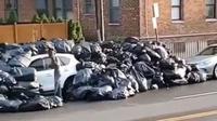 Acura RDX yang tertimbun sampah (Instagram/whatsinnewyork)