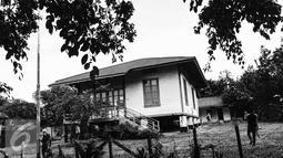Rumah Panggung peninggalan jaman Belanda berdiri kokoh di kompleks Pertamina Dahor, Kelurahan Kampung Baru Ilir, Balikpapan (15/4). Sebanyak 9 rumah akan disisakan menjadi cagar budaya sebagai objek wisata dan bersejarah. (Liputan6.com/Fery Pradolo)