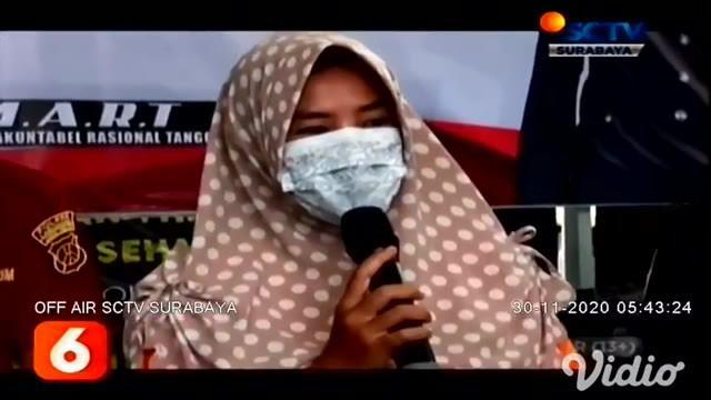 Perempuan 41 tahun (SH) warga Kecamatan Tikung, Kabupaten Lamongan, tak berkutik hanya bisa pasrah saat diringkus polisi setelah aksi mencurinya terekam CCTV. Tak hanya sekali, tersangka sudah mencuri handphone di 14 lokasi berbeda.