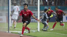 Penyerang Indonesia, Stefano Lilipaly, melakukan selebrasi usai membobol gawang Uni Emirat Arab (UEA) pada laga Asian Games di Stadion Wibawa Mukti, Jawa Barat, Jumat (24/8/2018). (Bola.com/Vitalis Yogi Trisna)