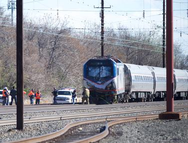 20160403-Kereta Penumpang Tergelincir di AS, Dua Orang Tewas-Philadelphia