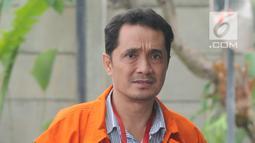 Eskpresi Konsultan Lippo Group Fitra Djaja Purnama saat tiba di gedung KPK, Jakarta, Selasa (30/10). Fitra diperiksa sebagai tersangka dugaan memberi suap atau janji penguruasn perizinan proyek pembangunan Meikarta di Kab Bekasi. (Merdeka.com/Dwi Narwoko)