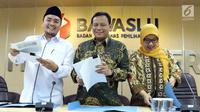 Ketua Bawaslu, Abhan (tengah) bersama Mochammad Afifuddin (kiri) dan Ratna Dewi Pettalolo  jelang memberikan keterangan terkait hasil pengawasan penyelenggaraan Pilkada Serentak 2018 di Jakarta, Kamis (12/8). (Liputan6.com/Helmi Fithriansyah)