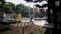 Seorang anak bermain di kawasan RPTRA Jakpro Asri Pluit, Jakarta, Rabu (4/10). Gubernur DKI Jakarta Djarot Saiful Hidayat berharap keberadaan RPTRA di Jakarta sebagai tempat penguatan karakter bangsa. (Liputan6.com/Faizal Fanani)