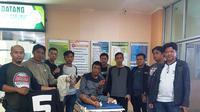 Salah satu pelaku perampokan bersenjata api ditangkap tim Satreskrim Polresta Palembang (Liputan6.com / Nefri Inge)