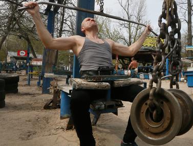 Kreatif, Outdoor Gym di Ukraina Sulap Besi Tua Jadi Alat Fitness