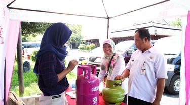 Selamat Hari Pelanggan Nasional, Pertamina ngasih harga diskon untuk konsumen Bright Gas 3 kg lho. (Foto: Liputan6.com/Fajar Eko Nugroho)