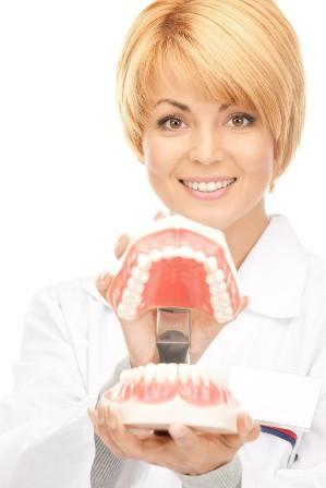 Selain berfungsi untuk mengunyah, gigi juga berperan dalam proses produksi kata
