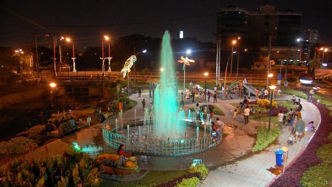 Taman Bungkul adalah salah satu objek wisata keluarga di Surabaya (Foto: ragamnusantara.info)