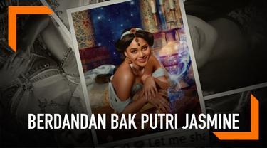 Salah satu karakter di film Aladdin yang mencuri perhatian banyak orang adalah Putri Jasmine. Karena penampilannya yang memesona itu, selebriti Tanah Air turut meniru gayanya. Seperti yang dilakukan Aurel Hermansyah ini.