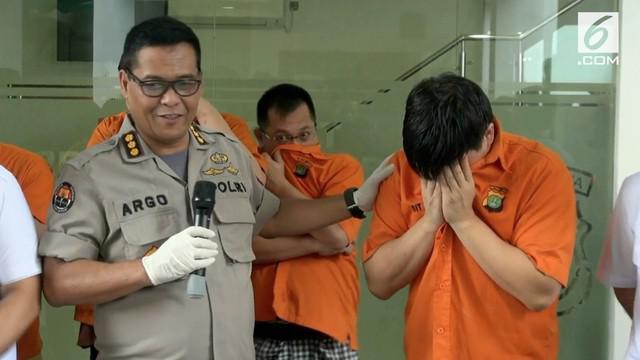 Mantan pacar Syahrini berinisial HS terciduk penyidik Subdit II Direktorat Reserse Narkoba Polda Metro Jaya atas kasus narkotika jenis sabu.