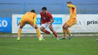 Aksi penyerang Timnas Indonesia, Jack Brown, saat menghadapi Makedonia Utara di Stadion NL Jinak Sinj, Split, Minggu (11/10/2020) malam WIB. Jack Brown mencetak dua gol dalam pertandingan yang berakhir dengan kemenangan 4-1 untuk Tim Garuda. (Dok. PSSI)