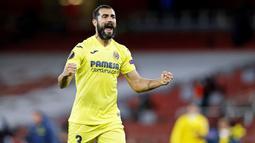 Raul Albiol - Bek veteran ini merupakan benteng kokoh yang membuat Villarreal sulit ditembus lawan. Pengalaman dan kemampuan pemain berusia 35 tahun itu berkontribusi besar atas suksesnya Villarreal melaju final Liga Europa. (AFP/Adrian Dennis)