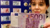 Uang pecahan 500 euro. (AP)