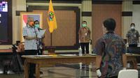 Gubernur Jateng Ganjar Pranowo saat mengambil sumpah sejumlah pejabat pemerintah provinsi Jateng. Foto : Felek Wahyu/Liputan6