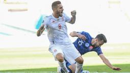 Spanyol langsung menekan Slovakia di awal laga. Pada menit ke-12 Spanyol mendapat hadiah penalti akibat pelanggaran gelandang Slovakia, Jakub Hromada terhadap Koke di dalam kotak penalti. (Foto: AP/Pool/David Ramos)