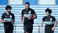 Trio pemain asing Persela Lamongan, Kei Hirose,  Jose Augusto Sardon dan Jairo Rodrigues. (Bola.com/Zaidan Nazarul)
