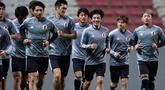 Para pemain Jepang melakukan pemanasan selama sesi latihan di stadion Independencia di Belo Horizonte, Brasil (23/6/2019). Jepang akan bertanding melawan Ekuador pada grup C Copa America 2019. (AFP Photo/Douglas Magno)