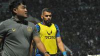 Bek andalan PSIS berpaspor Brasil, Wallace Costa (kanan). (Bola.com/Vincentius Atmaja)