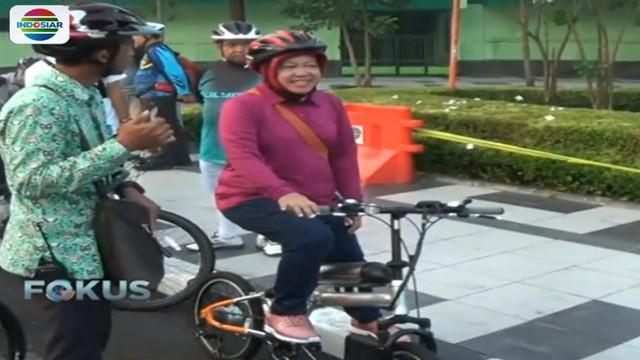 Wali Kota Risma menerapkan peraturan bersepeda ke kantor karena mengaku di kalangan PNS banyak yang menderita penyakit jantung.