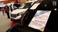 Sebuah mobil merek Toyota Sienta Tipe  G tahun 2007 yang dipamerkan dalam ajang Lelang Expo 2017 di Jakarta Convention Center, Jumat (22/9). Direktorat Jenderal Kekayaan Negara (DKJN) mengadakan lelang barang gratifikasi. (Liputan6.com/Angga Yuniar)
