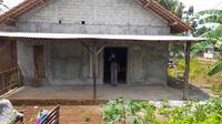 anggota Pasukan Pengibar Bendera (Paskibra) harus menjalani isolasi mandiri sendirian di rumah neneknya di Padukuhan Kajar 3 RT 8 RW 11 Kalurahan Karangtengah Kapanewon Karangmojo. Alviansyah adalah anak yatim dan ditinggal Ibunya.