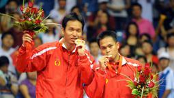 Medali emas Ganda Putra Olimpiade 2008. Dalam partai final cabang bulutangkis Olimpiade 2008 yang digelar di Beijing, Cina, Markis Kido/Hendra Setiawan mengalahkan andalan tuan rumah, Cai Yun/Fu Haifeng dengan skor 11-21, 21-11, 21-16. (Foto: AFP/Goh Chai Hin)