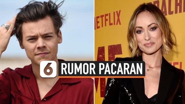 Harry Styles dikabarkan menjalin hubungan dengan aktris Olivia Wilde sejak akhir tahun 2020 lalu. Keduanya dekat setelah terlibat kerjasama dalam film berjudul Don't Worry Darling.