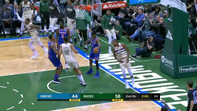 Berita video game recap NBA 2017-2018 antara Milwaukee Bucks melawan New York Knicks dengan skor 120-112.