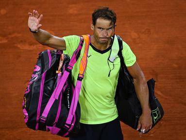 Rafael Nadal harus absen di Olimpiade Tokyo 2020 dengan alasan untuk menjaga kebugarannya. Wajar saja, tampi di Olimpiade akan membutuhkan tenaga yang ekstra. Pilihannya ini bertujuan untuk memperpanjang karirnya karena tubuhnya yang tak lagi muda. (Foto: AFP/Christophe Archambault)
