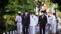 Gubernur Sulawesi Selatan Nurdin Abdullah melantik 11 kepala daerah pemenang Pilkada, di Baruga Karaeng Pattingalloang yang berada di Rumah Jabatan Gubernur Sulsel, pada Jumat (26/2/2021). (Liputan6.com/ Fauzan)