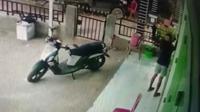 Aksi pelaku pencurian di Kota Kendari, viral di media sosial usai terekam di CCTV.(Liputan6.com/Ahmad Akbar Fua)