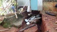 Tanah bergerak di Desa Malasari, Kecamatan Nanggung, Kabupaten Bogor, 25 kepala keluarga terpaksa mengungsi. (Liputan6.com/Achmad Sudarno)
