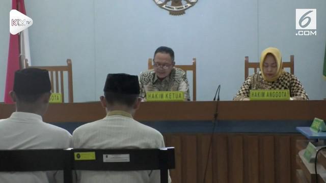 2 suporter Persib Bandung atau Bobotoh yang menganiaya suporter Persija hingga tewas divonis 3 dan 3,5 tahun penjara