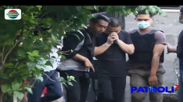 Ratusan warga negara China yang diamankan jajaran Ditreskrimsus Polda Bali masih menjalani pemeriksaan. Mereka ditangkap karena melakukan kejahatan siber dengan motif penipuan.