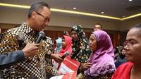 Menteri Sosial Agus Gumiwang Kartasasmita memastikan Bansos PKH dan BPNT di seluruh Indonesia sudah disalurkan pada Agustus tahun 2018 ini.