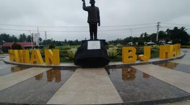 Taman BJ. Habibi yang terletak di Jalan Trans Sulawesi (Foto: Arfandi Ibrahim/Liputan6.com)
