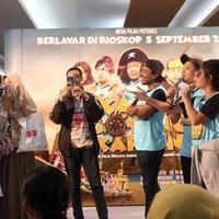 Pemeran film Kapal Goyang Kapten kunjungi Malang, Jawa Timur, Minggu (25/8/2019). (© KapanLagi.com/Darmadi Sasongko)