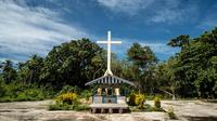 Seorang misionaris menjejakkan kaki pertama kali di sebuah pulau di Papua Barat untuk menyebarkan agama Kristen di sana. Puing-puing gereja adalah peninggalannya. (dok. Kementerian Pariwisata/Dinny Mutiah)