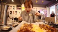 Sunny Dahye Saat di Gopchang Salon. (Tangkapan Layar YouTube/SunnydahyeIn/https://www.youtube.com/watch?v=lU_AmugNJ3w)