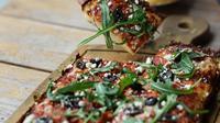 Coba nikmatnya dua inovasi pizza terbaru dengan bentuk yang tidak biasa, yaitu ukuran raksasa dan bentuk kotak, penasaran?